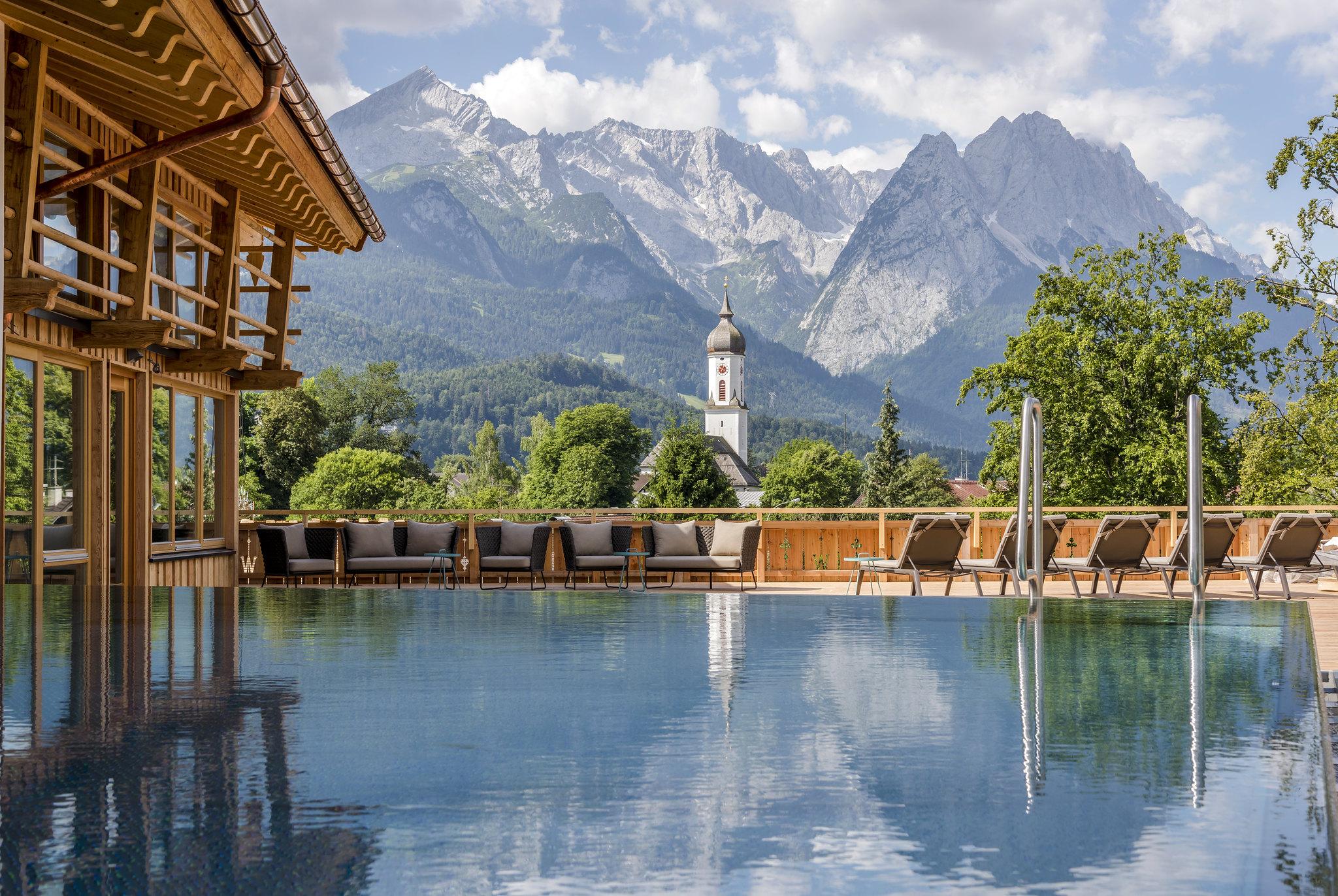 Werdenfelserei_Pool+Berge